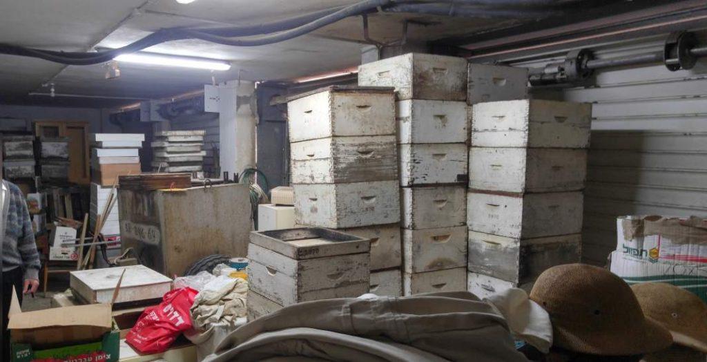 מחסן לאיחסון ציוד דבורים