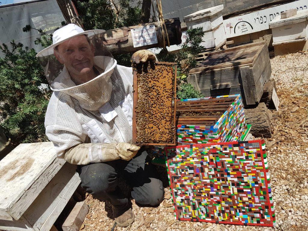 בניית כוורת דבורים מחלקי לגו